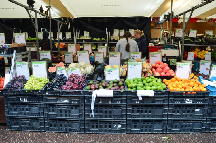 fresh-fruit-veggies-market-in-netherlands